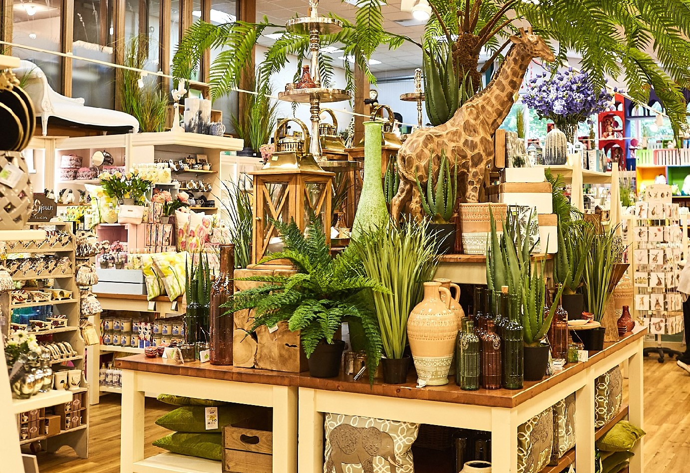 gifts area with giraffe