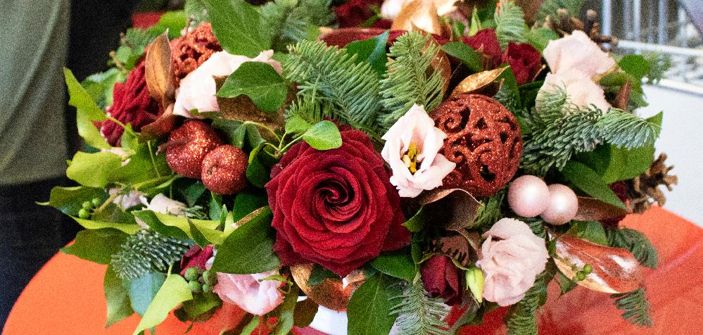 Cambridge Flower School Christmas Table Arrangement Demonstration